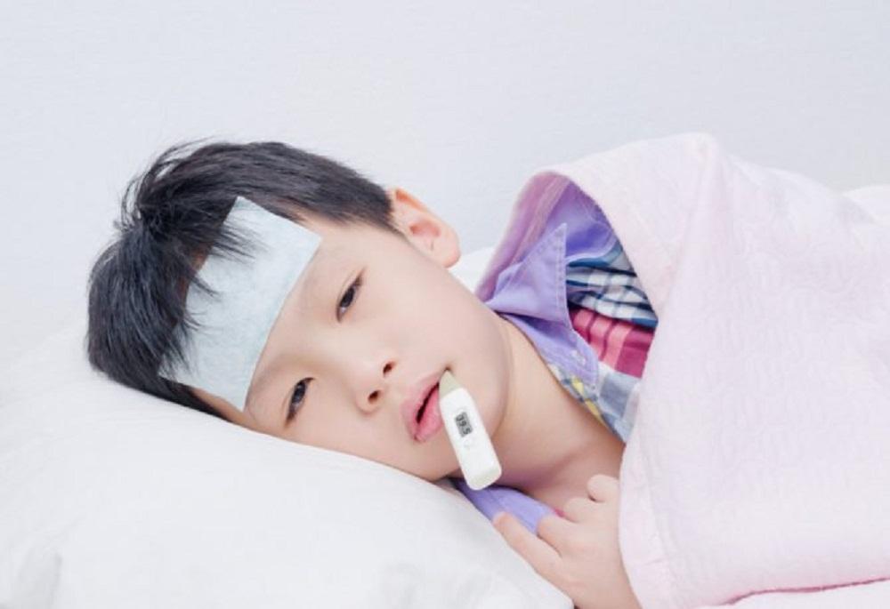 Thời điểm trẻ 3 tuổi viêm họng sốt cao cần đưa đi viện, cha mẹ nên biết
