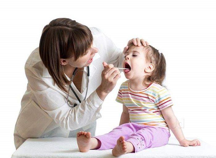 Viêm amidan ở trẻ 2 tuổi có nguy hiểm không, chữa trị ra sao?